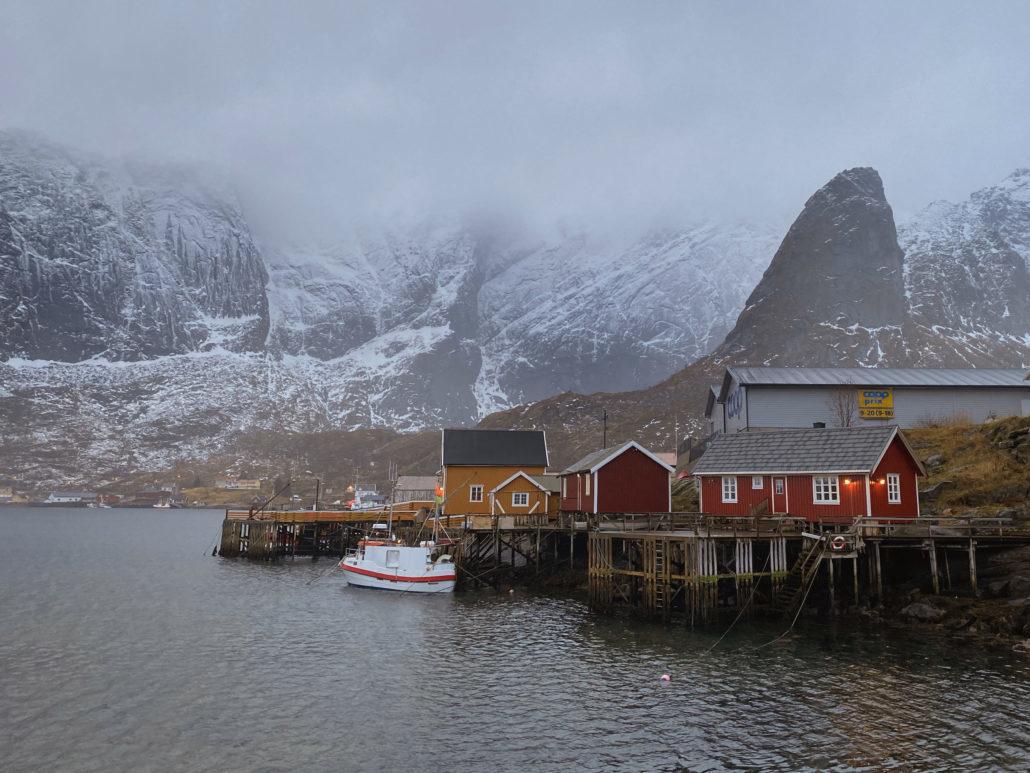À l'origine, les rorbuer servaient d'hébergement pour les pêcheurs, mais elles constituent aujourd'hui un choix populaire pour les voyageurs
